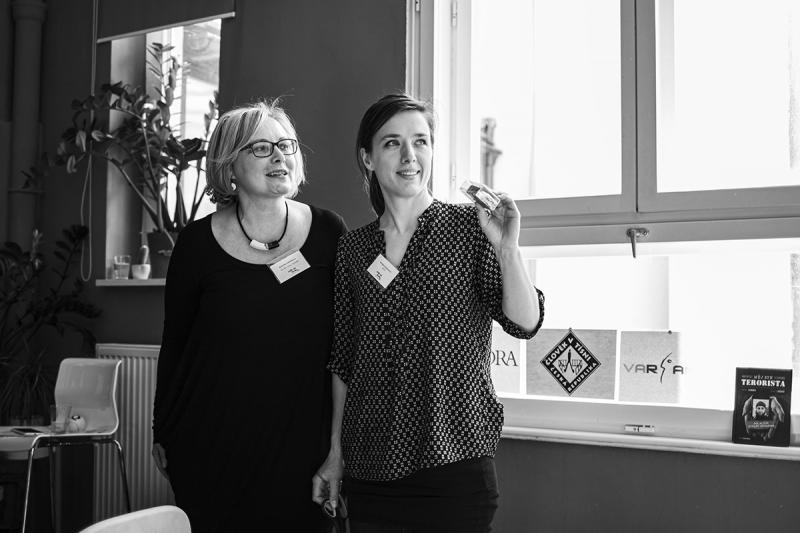 Kateřina Sobotková (Člověk v tísni) a Kristýna Hejzlarová (ADRA) vedly společné setkání Světové školy. (Autor: Kateřina Lánská)